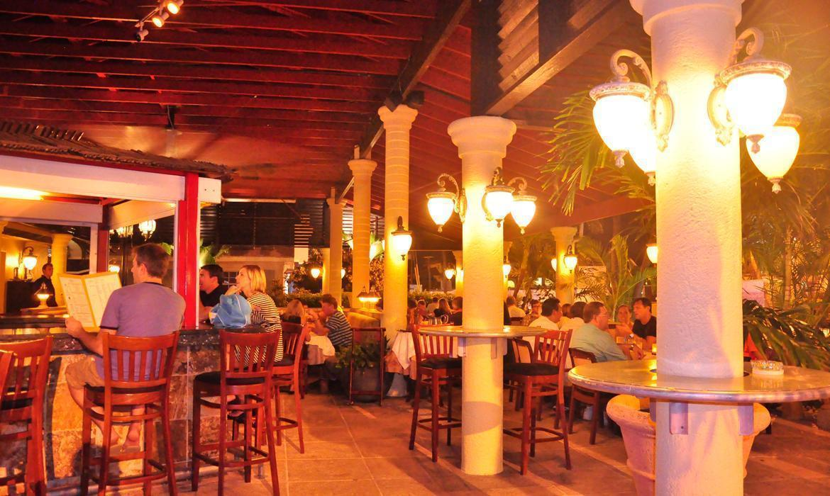 Deckers Caribbean Grille & Lounge